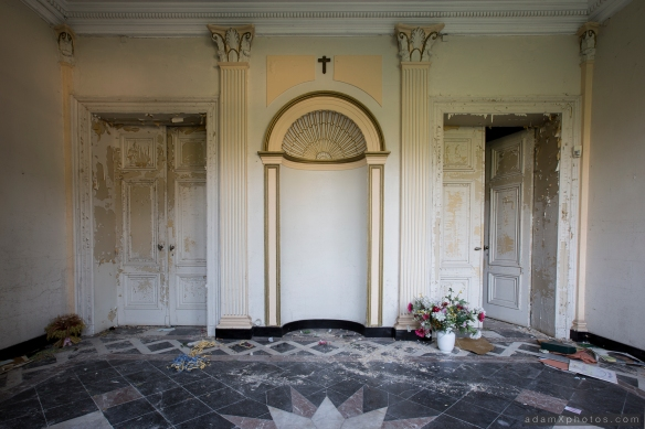 Villa Directeur - entrance lobby