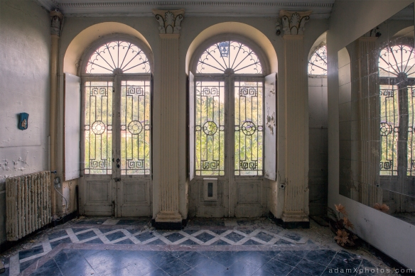 Villa Directeur - entrance