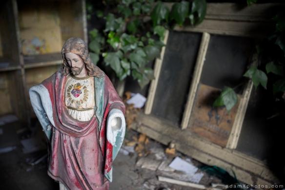 Maison Clementine - Jesus statue
