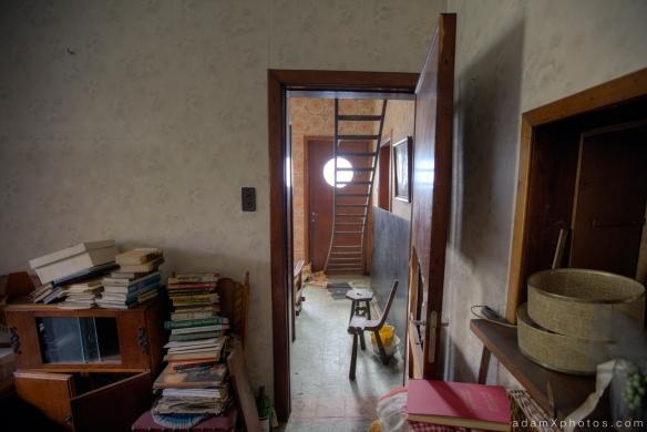 Maison l'oiseau bleu - junk and hallway