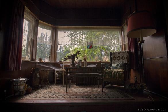 Maison l'oiseau bleu - living room window