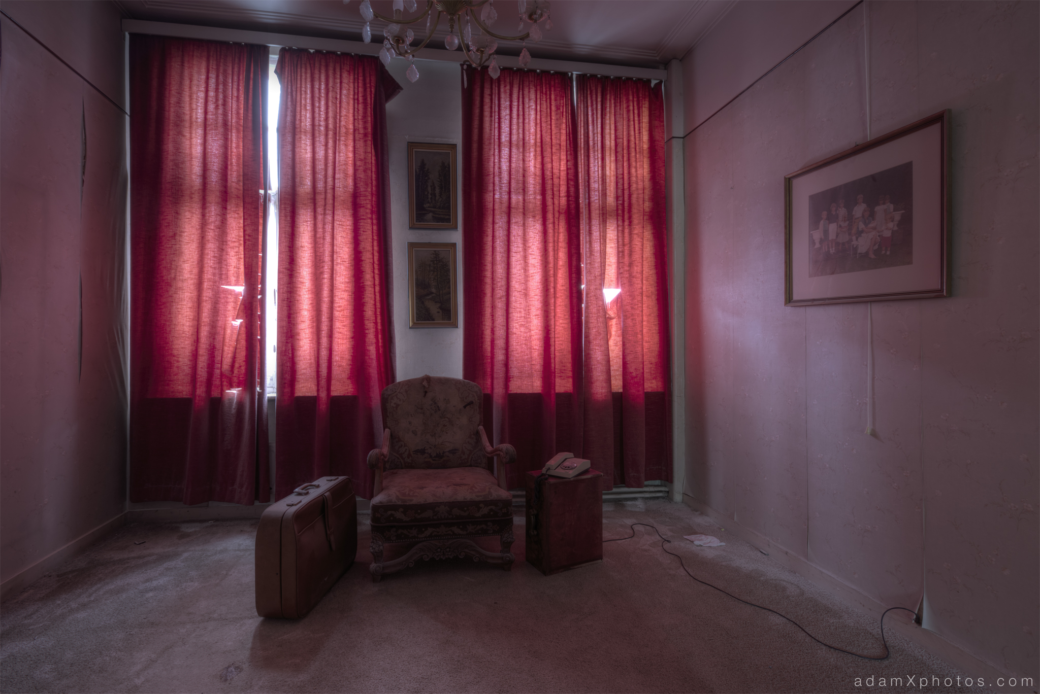 Villa Vital Adam X Urbex - red room