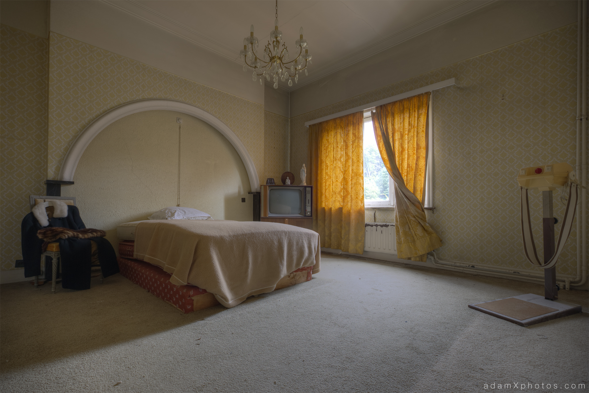 Villa Vital Adam X Urbex - bedroom