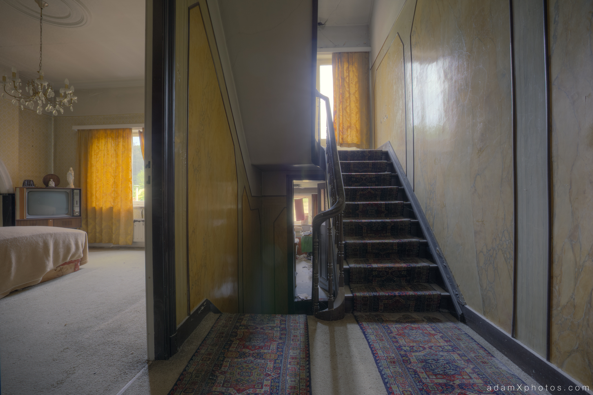 Villa Vital Adam X Urbex - hallway and bedroom stairs