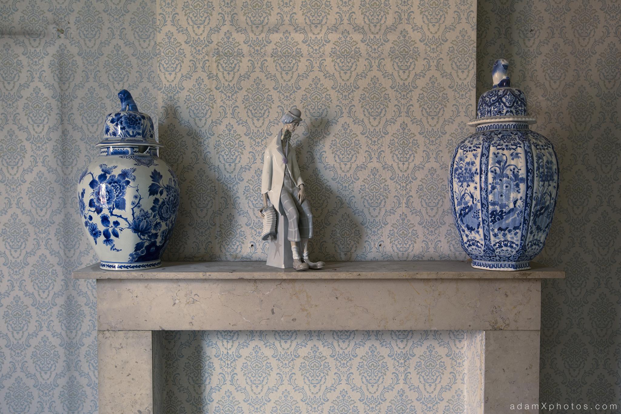 Villa Vital Adam X Urbex - mantlepiece vases statuette