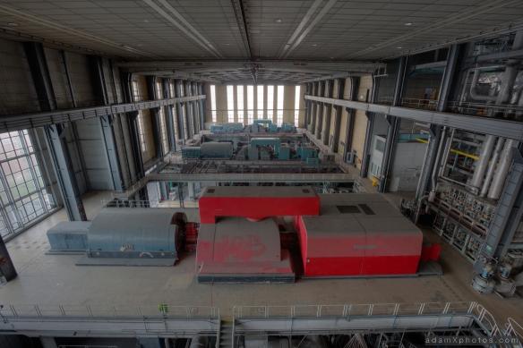 Urbex Urban Exploration Powerplant Gigawatt XL Cloud Factory turbine hall turbines