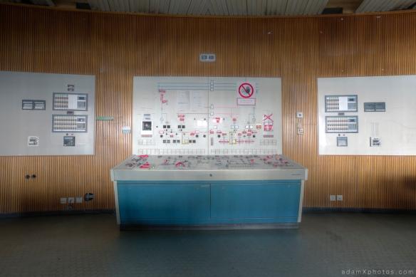 Urbex Urban Exploration Powerplant Gigawatt XL Cloud Factory control room desk
