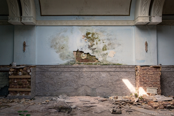 Adam X Urbex Urban Exploration Grand Hotel Regnier wall decay Belgium