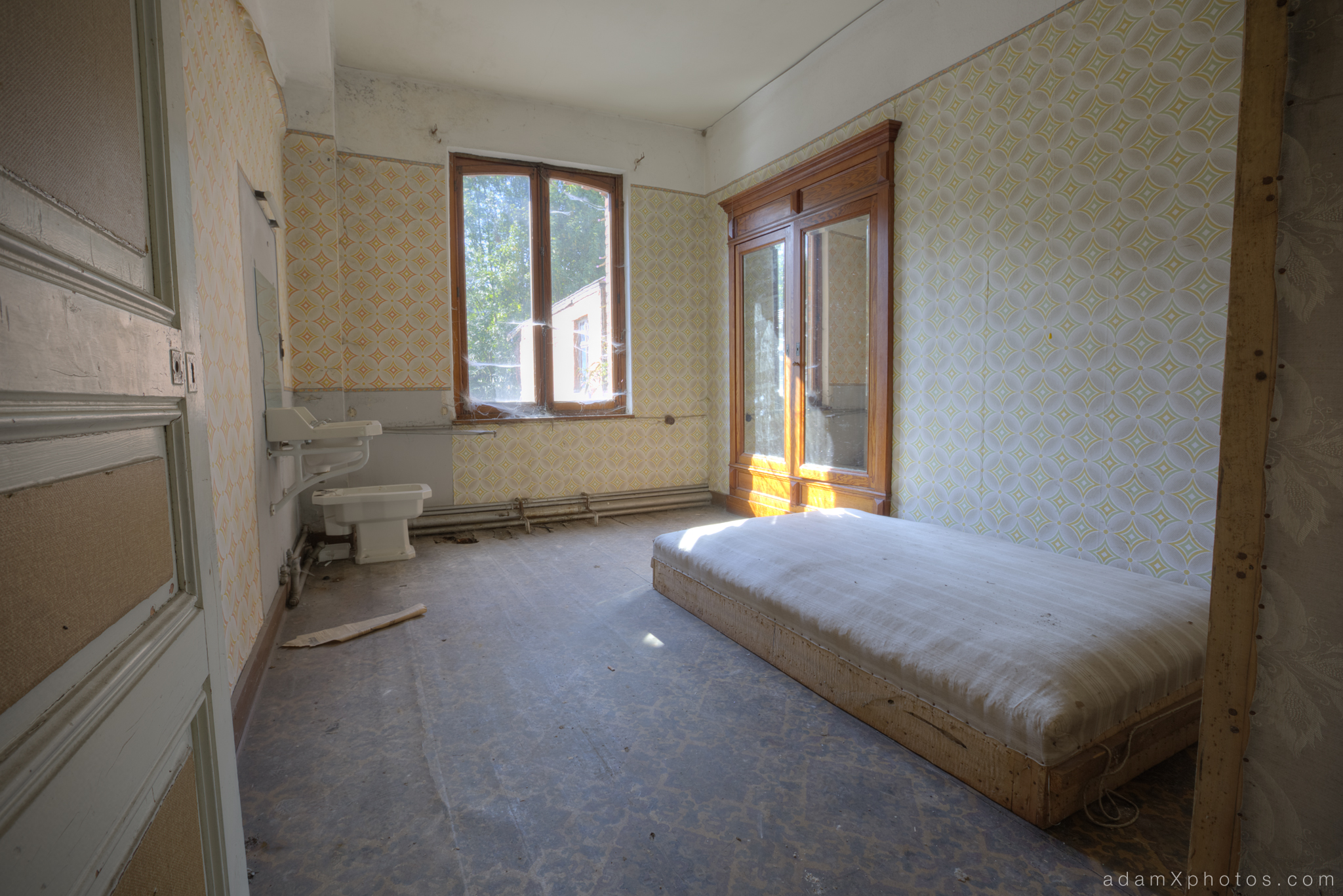 Adam X Urbex Urban Exploration Grand Hotel Regnier bedroom Belgium