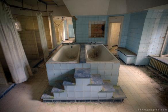 Adam X Urbex Urban Exploration Chateau Noisy Miranda twin baths bathroom bath bathtub belgium