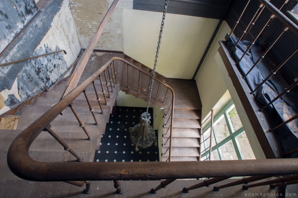 Adam X Chateau de la Chapelle urbex urban exploration belgium abandoned stairs staircase bannisters ballustrade