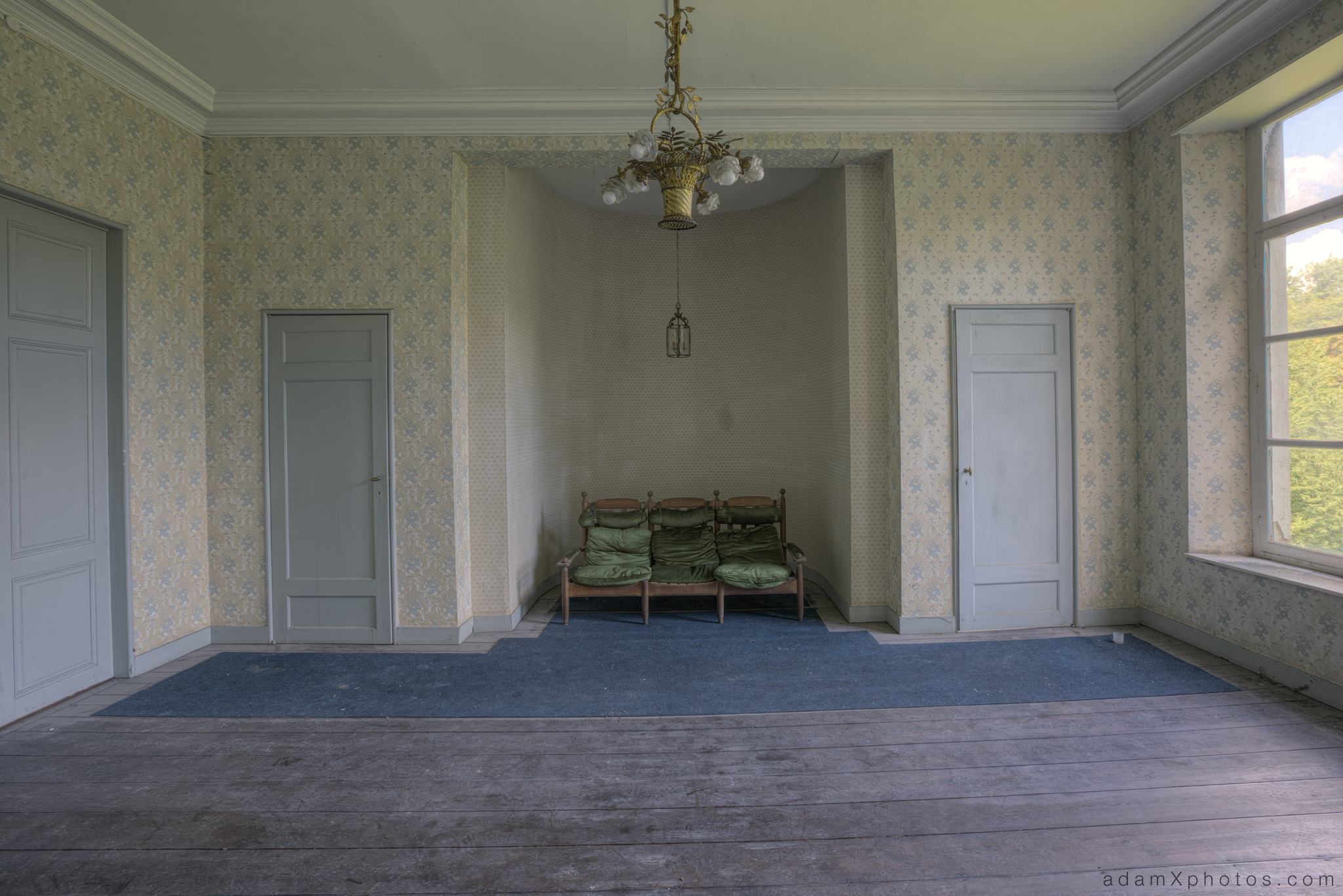 Adam X Chateau de la Chapelle urbex urban exploration belgium abandoned room chairs wallpaper