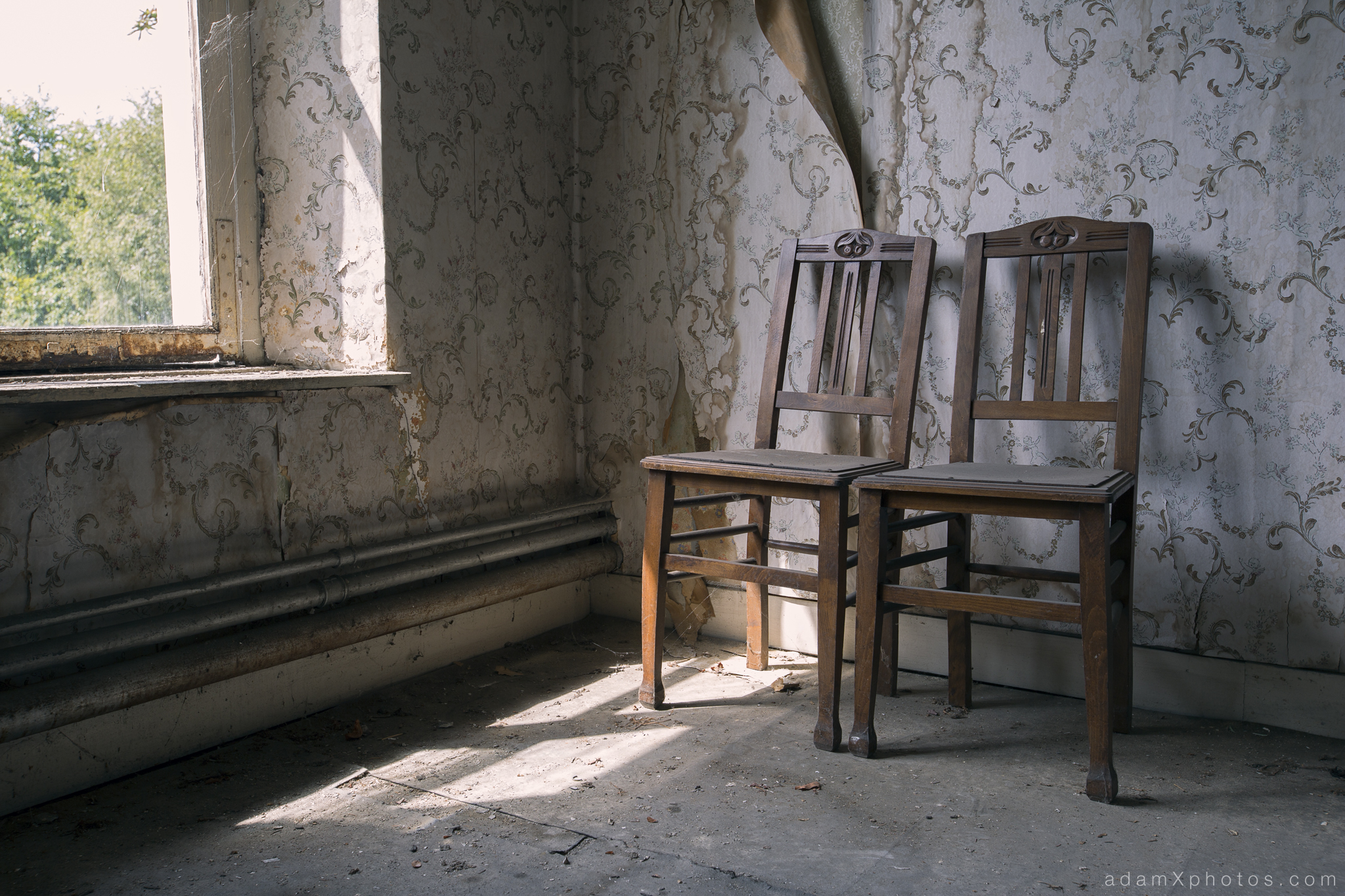 Adam X Chateau de la Chapelle urbex urban exploration belgium abandoned chairs still life