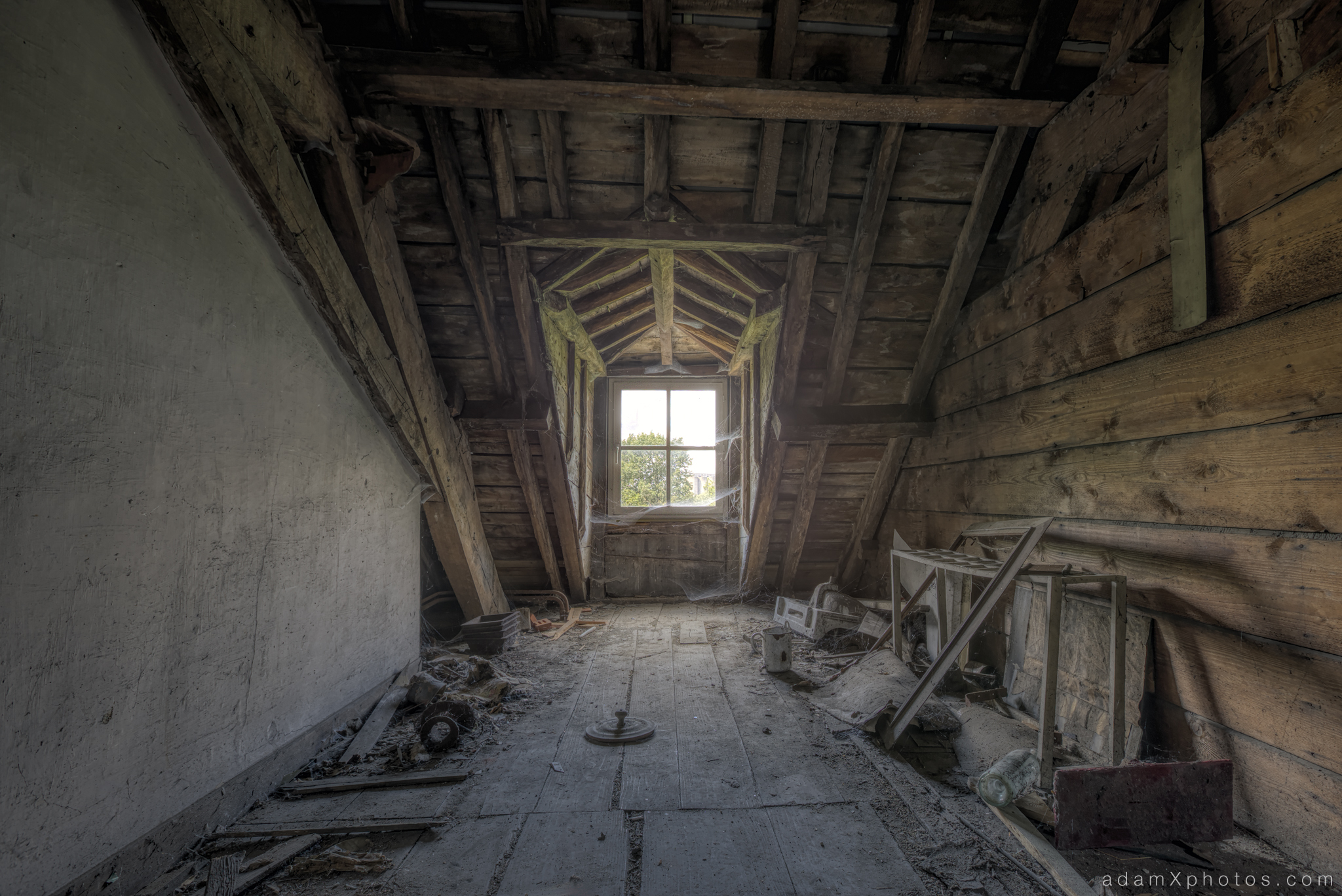 Adam X Chateau de la Chapelle urbex urban exploration belgium abandoned attic loft