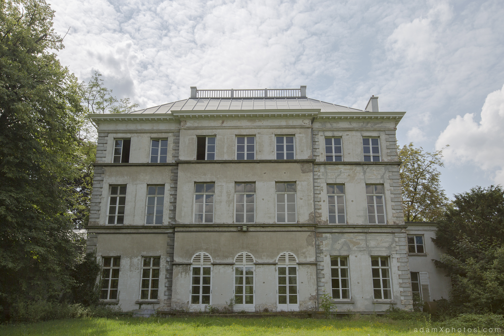 Adam X Chateau de la Chapelle urbex urban exploration belgium abandoned exterior outside external building garden