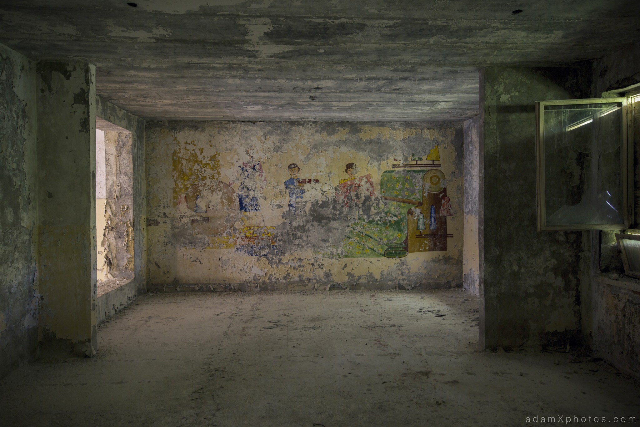 Adam X Urbex Urban Exploration Abandoned Germany Wunsdorf barracks soviet mural detail wall painting
