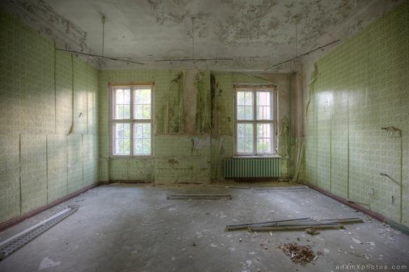 Adam X Urbex Urban Exploration Germany Juterbog School Soviet Russian Abandoned Lost Decay Green room tiled tiled