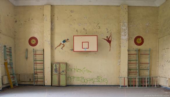 Adam X Urbex Urban Exploration Germany Juterbog School Soviet Russian Abandoned Lost Decay Basketball hoop paintings mural Gym Gymnasium