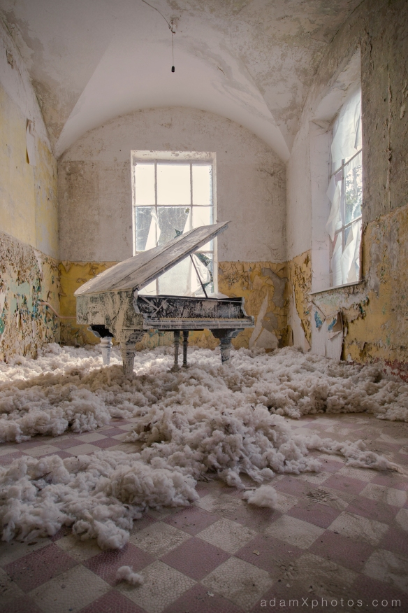 Adam X Urbex Beelitz Heilstatten Germany Urban Exploration Mens Men's Bathhouse Bath House Piano cotton wool SWP Sex Wee Piano Hospital Decay Lost Abandoned Hidden