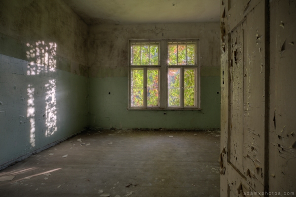 Adam X Urbex Heilstatten Hohenlychen Germany Urban Exploration Decay Lost Abandoned Hidden room peeling paint shadow