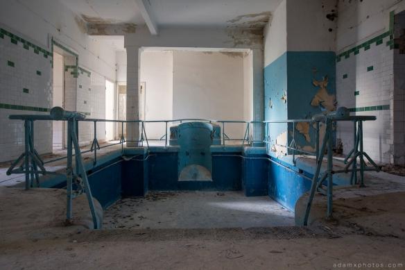 Adam X Urbex Heilstatten Hohenlychen Germany Urban Exploration Decay Lost Abandoned Hidden plunge pool swimming pool schwimmbad blue tiles sports sanatorium