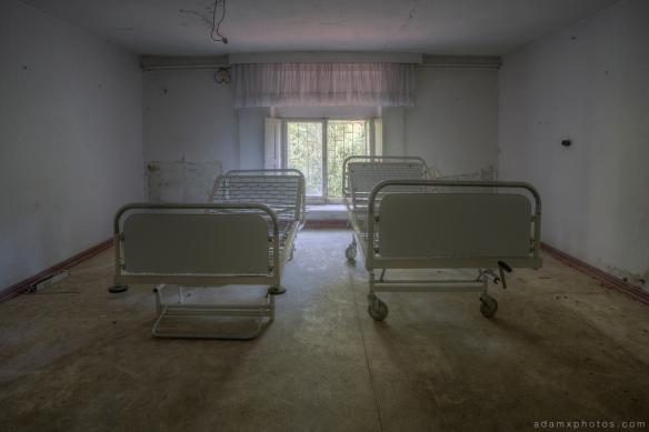Adam X Urbex Krankenhaus von rollstuhlen Hospital of wheelchairs Germany Urban Exploration Decay Lost Abandoned Hidden Wheelchair hospital beds