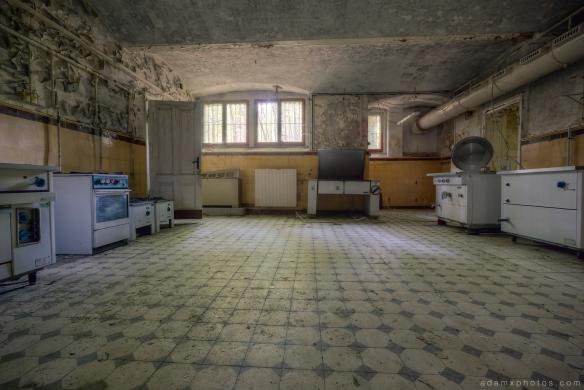 Adam X Urbex Krankenhaus von rollstuhlen Hospital of wheelchairs Germany Urban Exploration Decay Lost Abandoned Hidden Wheelchair kitchen basement