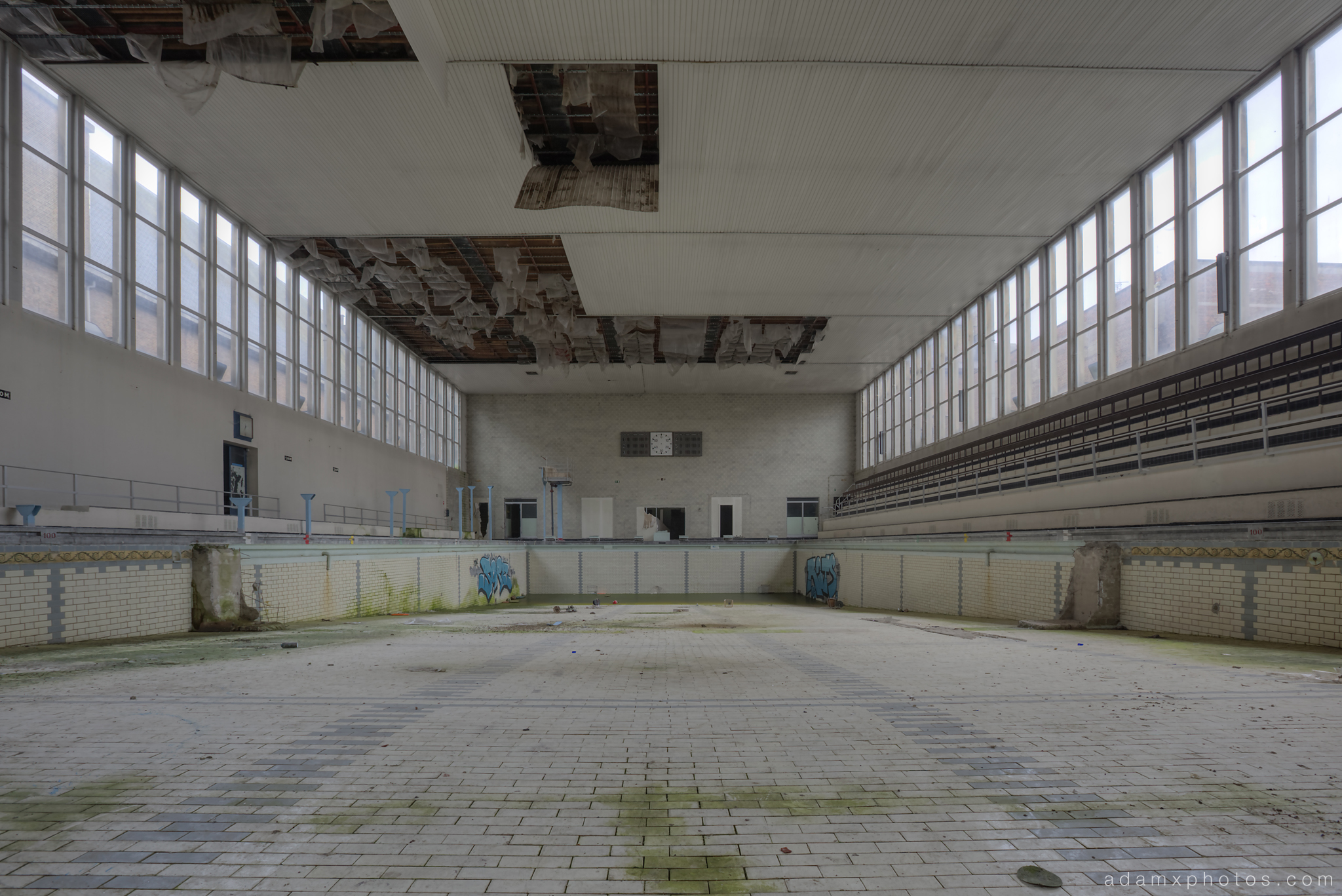 Explore 102 piscine crachoir belgium september 2014 for Empty swimming pool