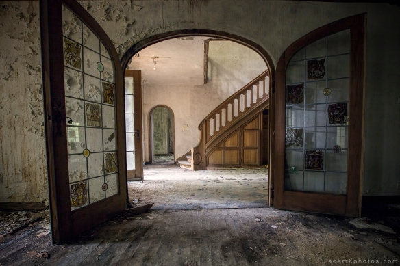 Living room into hallway reception lobby stairs doors Adam X Urbex UE Urban Exploration Belgium Villa Maison SS House Townhouse abandoned derelict unused empty disused decay decayed decaying grimy grime collapsing overgrown