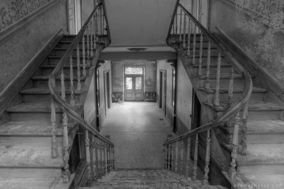 Stairs staircase hallway black and white B&W Adam X Urbex UE Urban Exploration Belgium Chateau d'Ah house maison villa townhouse abandoned derelict unused empty disused decay decayed decaying grimy grime