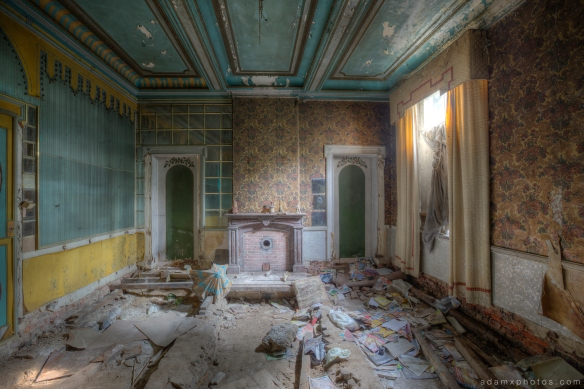 Utopia Room blue yellow colours wallpaper fireplace curtains Adam X Urbex UE Urban Exploration Belgium Chateau Congo house maison villa townhouse abandoned derelict unused empty disused decay decayed decaying grimy grime collapsing