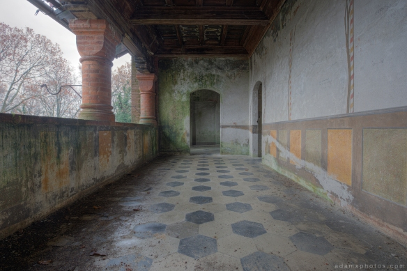 Castello di R Italy castle Urbex Adam X Urban Exploration balcony tiled floor painting murals mould colours photo photos report decay detail UE abandoned derelict unused empty disused decay decayed decaying grimy grime