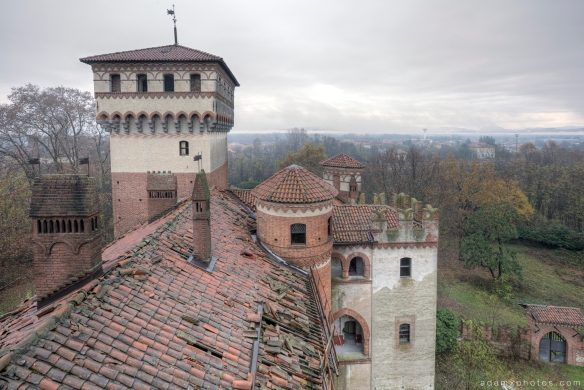 Castello di R Italy castle Urbex Adam X Urban Exploration rooftop roof turret tower landscape view top looking out photo photos report decay detail UE abandoned derelict unused empty disused decay decayed decaying grimy grime