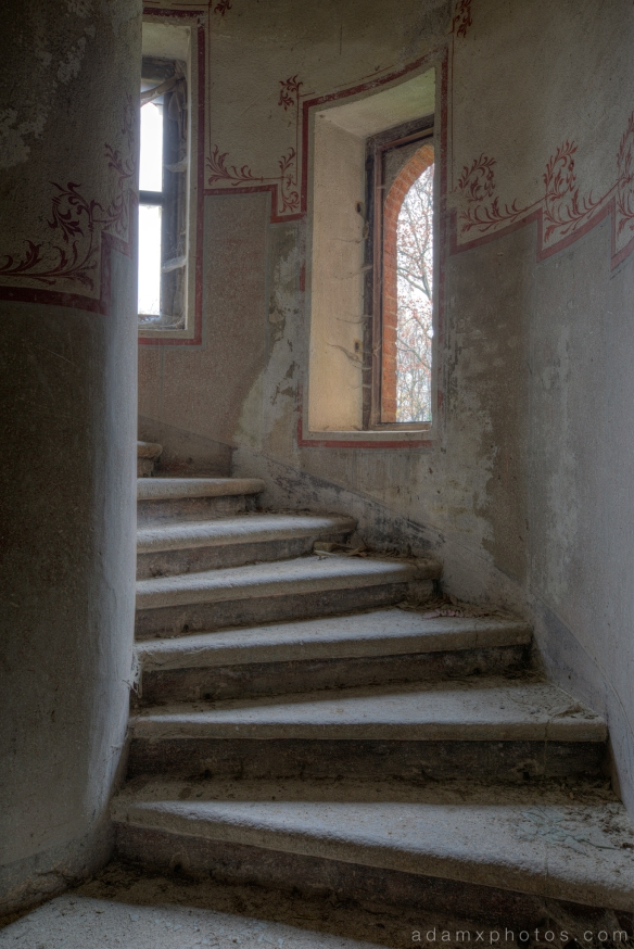 Castello di R Italy castle Urbex Adam X Urban Exploration spiral stairs staircase stone painting painted photo photos report decay detail UE abandoned derelict unused empty disused decay decayed decaying grimy grime