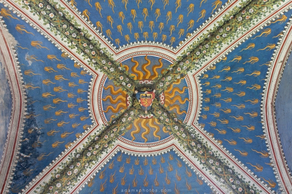 Castello di R Italy castle Urbex Adam X Urban Exploration chapel ceiling detail painted ornate grand crest emblem badge motif photo photos report decay detail UE abandoned derelict unused empty disused decay decayed decaying grimy grime