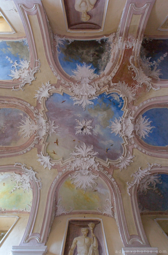 Villa SG castle Urbex Adam X Urban Exploration ceiling hall fresco painted ceiling rose pictures murals photo photos report decay detail UE abandoned derelict unused empty disused decay decayed decaying grimy grime
