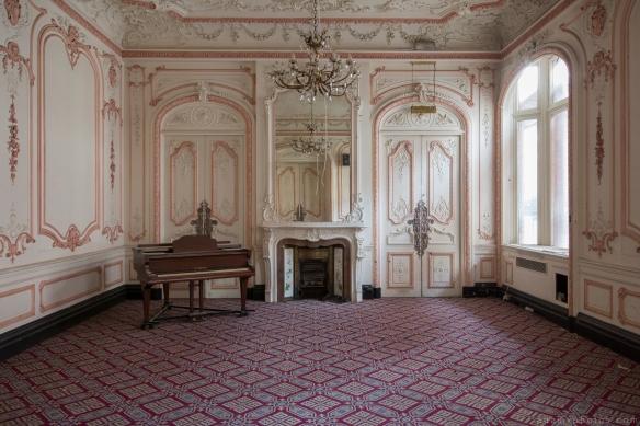 piano carpet chandeliers Ballroom Grosvenor Room The Grand Hotel Birmingham Urbex Adam X Urban Exploration 2015 Abandoned decay lost forgotten derelict