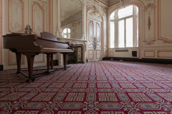 Baby grand piano Ballroom Grosvenor Room The Grand Hotel Birmingham Urbex Adam X Urban Exploration 2015 Abandoned decay lost forgotten derelict