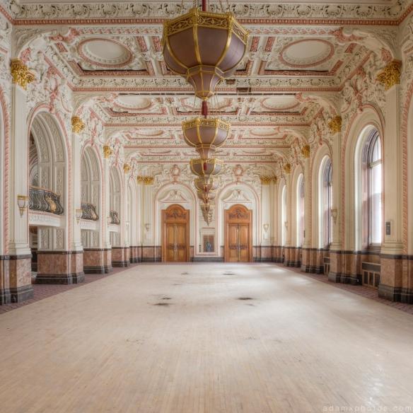 chandeliers Ballroom Grosvenor Room The Grand Hotel Birmingham Urbex Adam X Urban Exploration 2015 Abandoned decay lost forgotten derelict