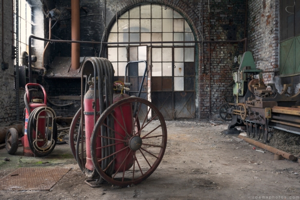 workshop fire extinguisher old vintage retro Usine S Belgium Textile Wool Factory Urbex Adam X Urban Exploration Access 2016 Abandoned decay lost forgotten derelict