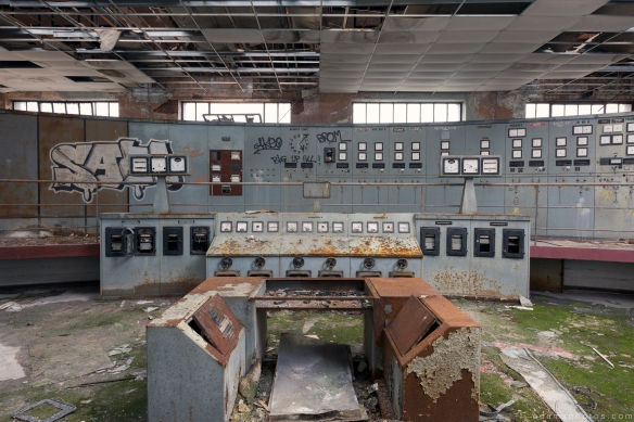 Control Room controls Powerplant Puits Simon II (PS II) decay Urbex Adam X Urban Exploration Access 2016 Abandoned decay lost forgotten derelict location