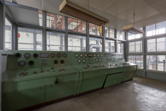 Turbine controls Retro Vintage Green Kraftwerk Plessa Urbex Powerplant Germany Adam X Urban Exploration Access 2016 Abandoned decay lost forgotten derelict location