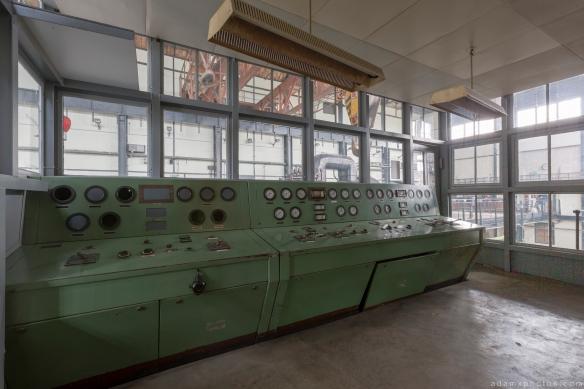 Turbine controls Retro Vintage Green Kraftwerk Plessa Urbex Powerplant Germany Adam X Urban Exploration Access 2016 Abandoned decay lost forgotten derelict location