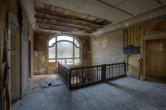 Top of stairs staircase Villa schöne Decke Villa HMG Urbex Germany Adam X Urban Exploration Access 2016 Abandoned decay lost forgotten derelict location Deutschland