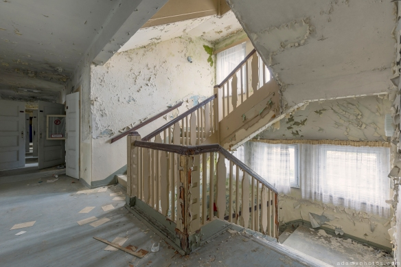 Corridor stairs staircase peeling paint Grand Hotel Atlantis Urbex Germany Adam X Urban Exploration Access 2016 Abandoned decay lost forgotten derelict location Deutschland