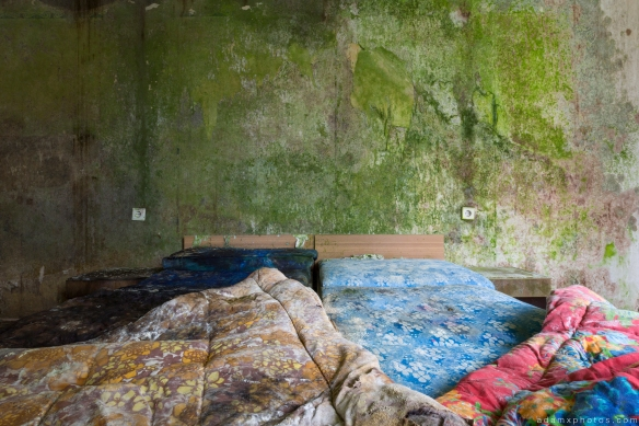 Bed duvet sheets green decaying wall Grand Hotel Atlantis Urbex Germany Adam X Urban Exploration Access 2016 Abandoned decay lost forgotten derelict location Deutschland