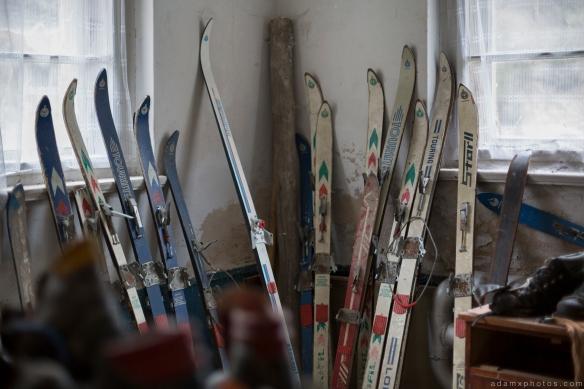 Old vintage retro skis Skis lodge alpine resort Ferienhotel Sachsenhof Hotel Ski Alpine Urbex Germany Adam X Urban Exploration Access 2016 Abandoned decay lost forgotten derelict location Deutschland Mould