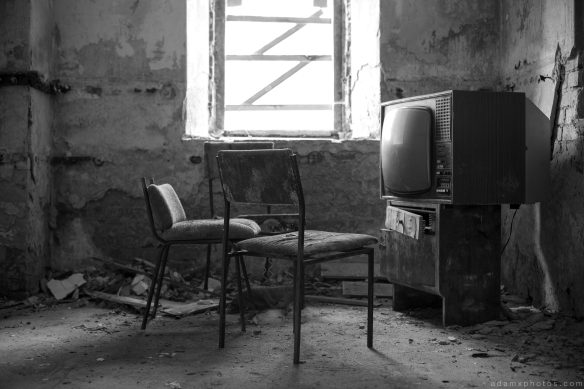 Basement black and white old television TV Villa Symmetry Urbex Germany Adam X Urban Exploration Access 2016 Abandoned decay lost forgotten derelict location Deutschland