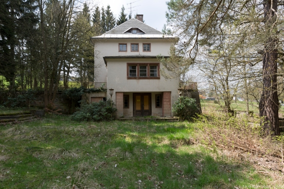 External exterior outside Villa Symmetry Urbex Germany Adam X Urban Exploration Access 2016 Abandoned decay lost forgotten derelict location Deutschland